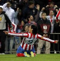Falcao celebra uno de sus goles contra el Valencia