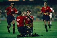 Kiko celebra con Ferrer el gol de la final (Barcelona 92')