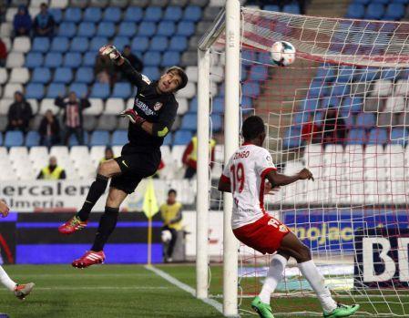 Aranzubia falla en el primer gol del Almería