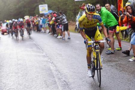 Duro ataque de Alberto Contador en Valdelinares