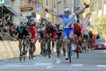Arnaud Démare se lleva la Milano - Sanremo