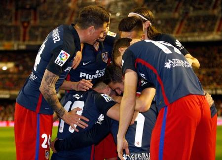 El Atleti hace piña en Mestalla