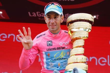 Nibali celebra su cuarta Gran Vuelta