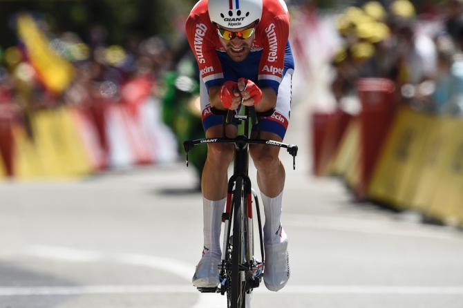 Dumoulin voló en la CRI para ganar su segunda etapa